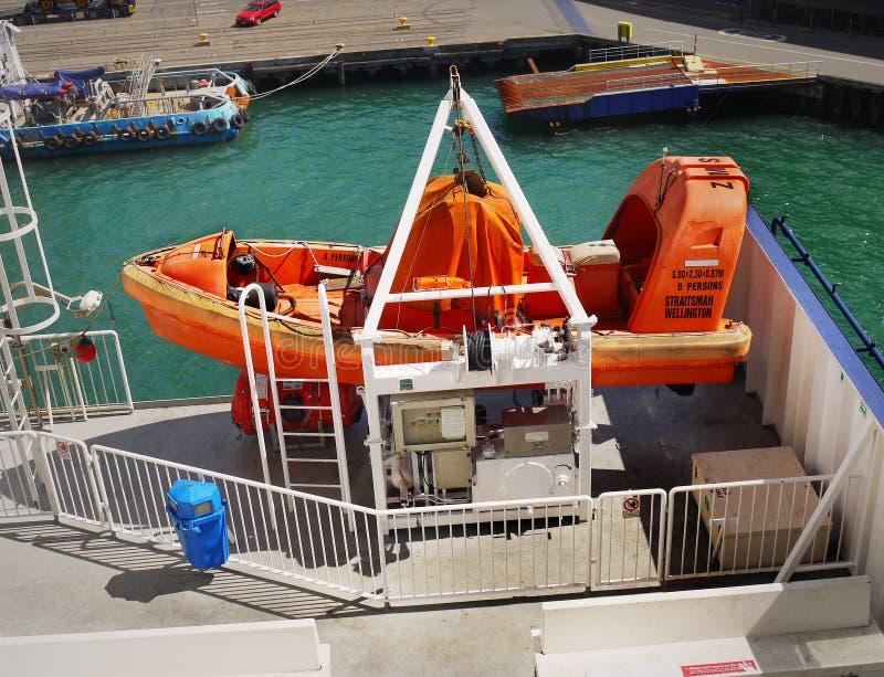 Спасательная лодка, паром пролива кашевара, Новая Зеландия стоковые изображения