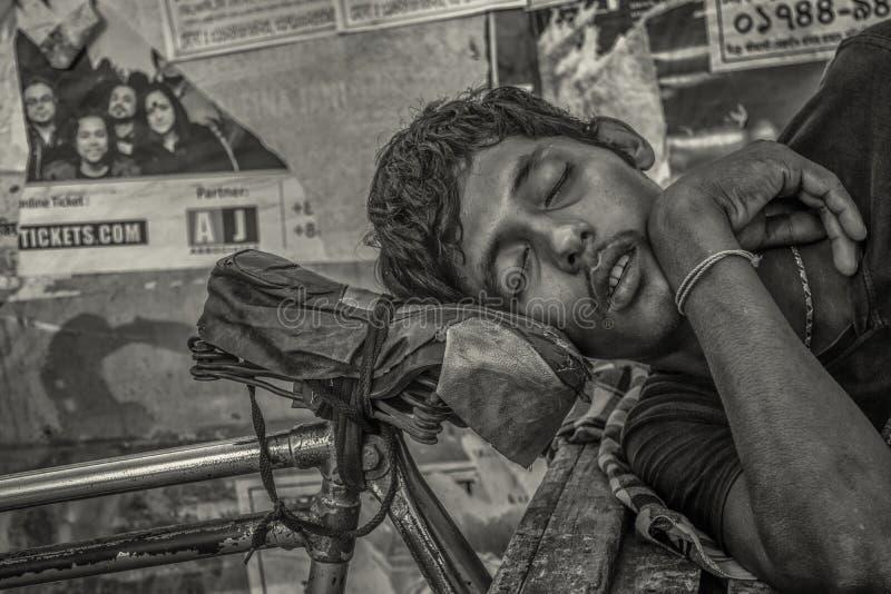 Спать в улице стоковое фото rf