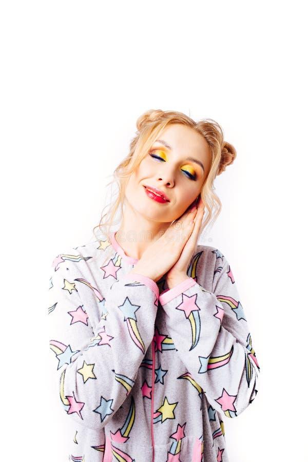 Спать девушка в пижамах стоковые фотографии rf