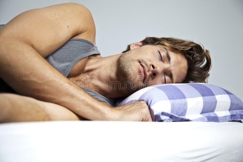 Спать молодого человека стоковое фото
