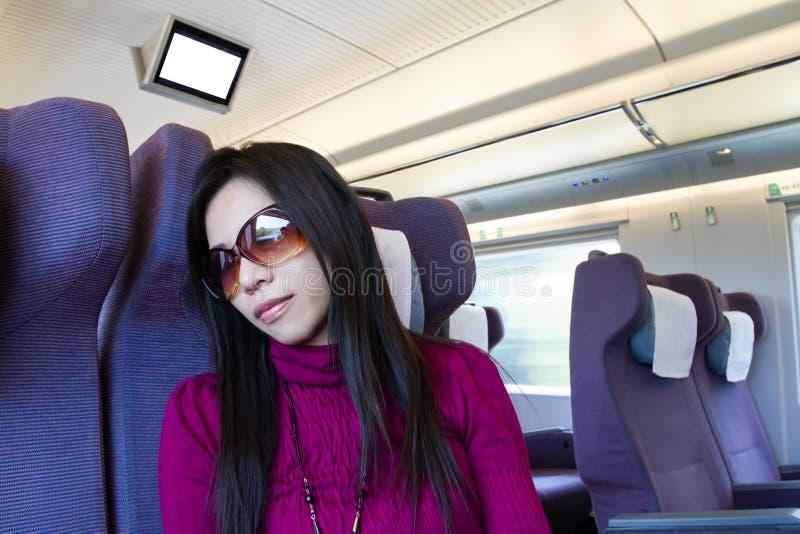 Спать молодой женщины стоковая фотография