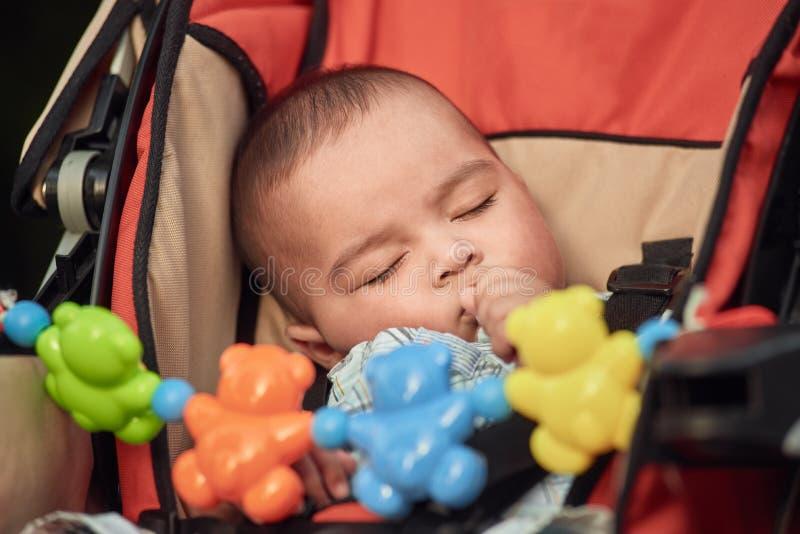 Спать младенец внешний стоковая фотография rf