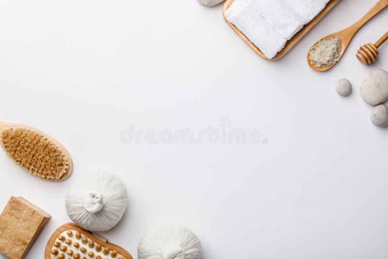 спа мыла молока самоцвета икры тела ванны вспомогательного оборудования облицовывает полотенца уклад жизни принципиальной схемы з стоковые фото