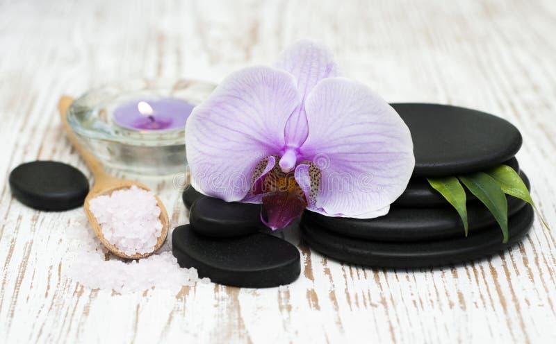 Download спа мыла молока самоцвета икры тела ванны вспомогательного оборудования облицовывает полотенца Стоковое Фото - изображение насчитывающей чисто, листья: 41656382
