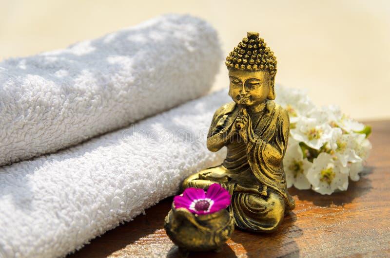спа принципиальной схемы Будды золотистая стоковое фото rf