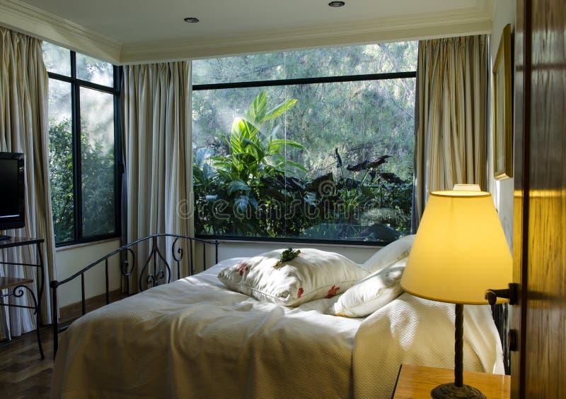 Спальня хозяев сюиты стоковые фотографии rf
