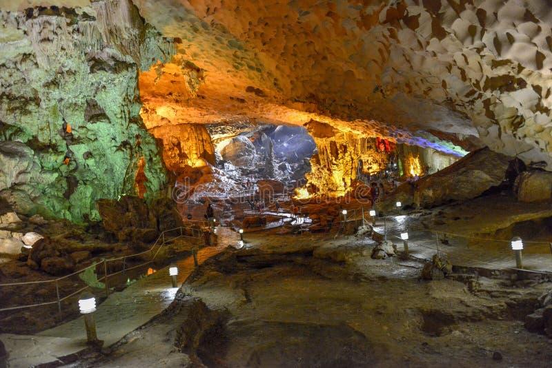 Спетая видом пещера sot в заливе ha длинном, Вьетнаме стоковое изображение rf