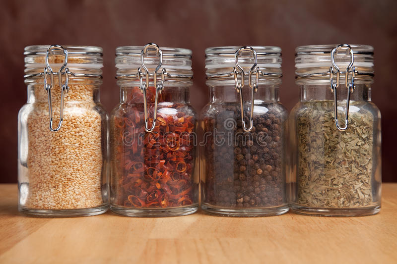 специи бутылок различные стоковая фотография rf