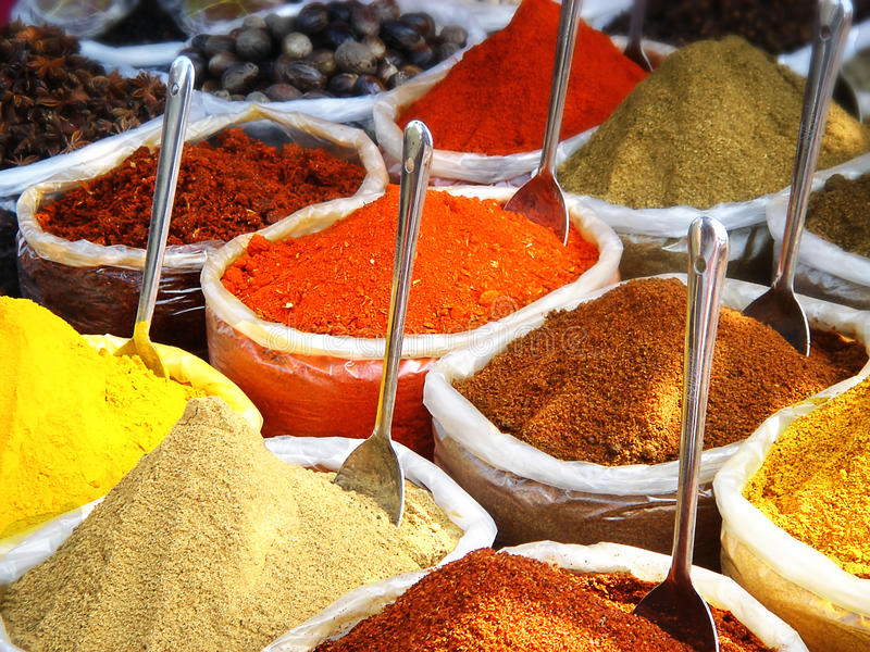 Специи в индийском рынке стоковые изображения rf