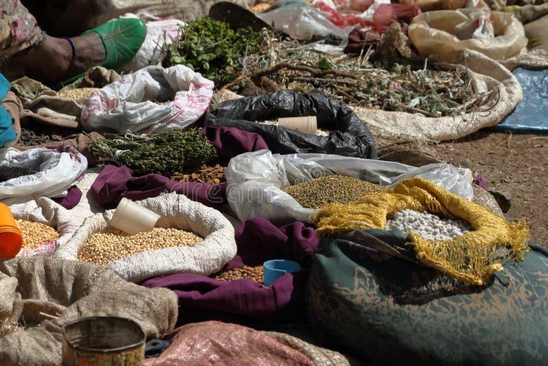 Специи и травы на рынке Debark стоковая фотография rf