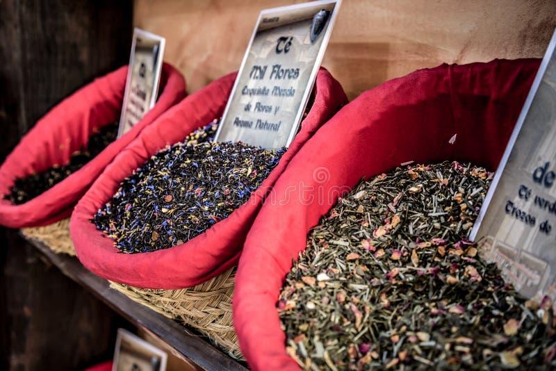 Download Специи, семена и чай продали в традиционном рынке в Гранаде, S Стоковое Изображение - изображение насчитывающей тарелка, green: 40582993