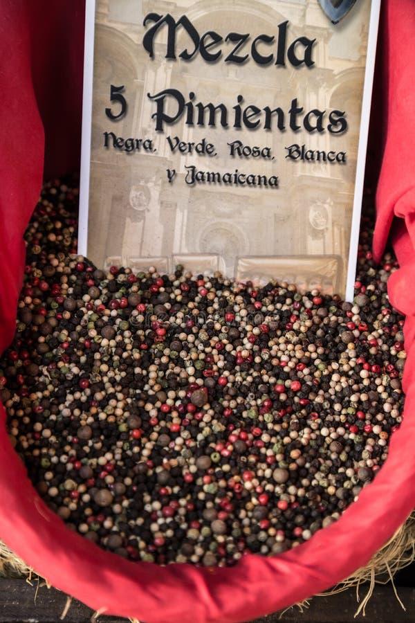 Download Специи, семена и чай продали в традиционном рынке в Гранаде, S Стоковое Фото - изображение насчитывающей свеже, green: 40583640