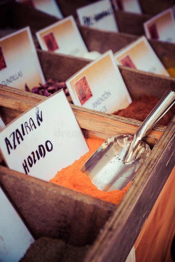 Download Специи, семена и чай продали в традиционном рынке в Гранаде, S Стоковое Изображение - изображение насчитывающей цвет, green: 40585499