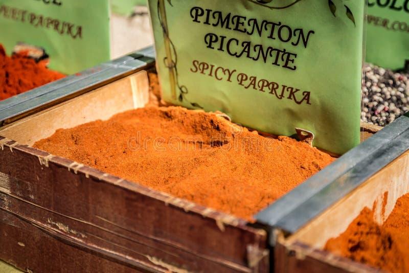 Download Специи, семена и чай продали в традиционном рынке в Гранаде, S Стоковое Фото - изображение насчитывающей тимон, green: 40585564