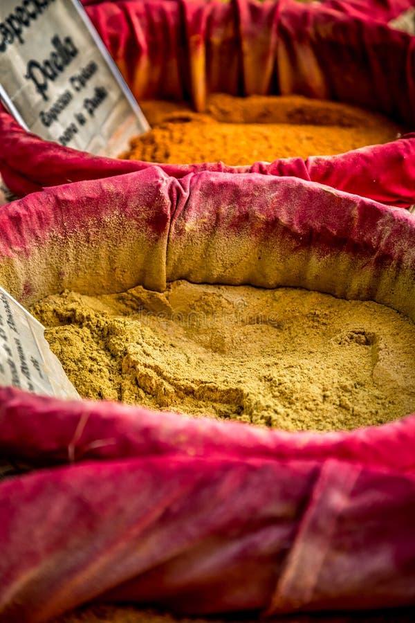 Download Специи, семена и чай продали в традиционном рынке Стоковое Изображение - изображение насчитывающей свеже, сух: 40584831