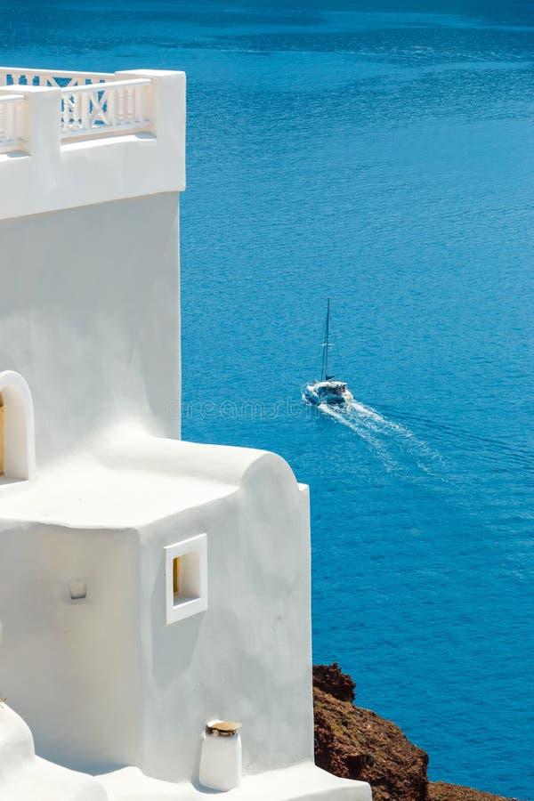 Специфический греческий конспект здания и моря, Santorini стоковая фотография