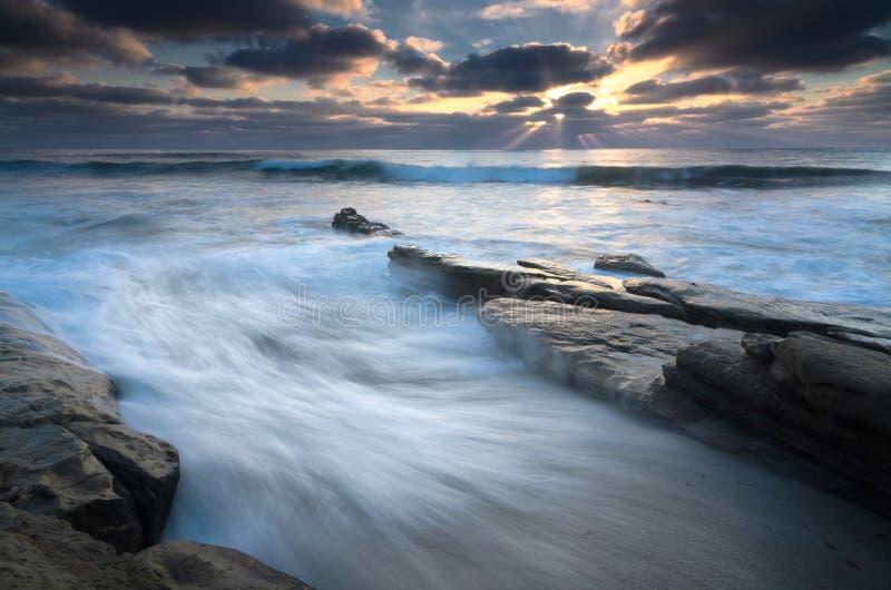 Спеша приливы на Windansea стоковые изображения