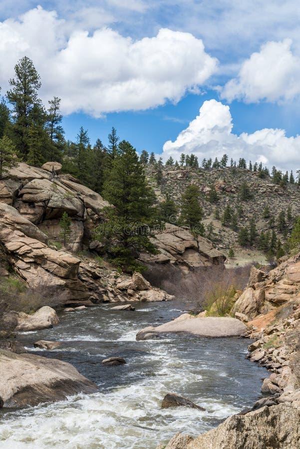 Спеша речная вода потока до каньон Колорадо 11 миль стоковые фото