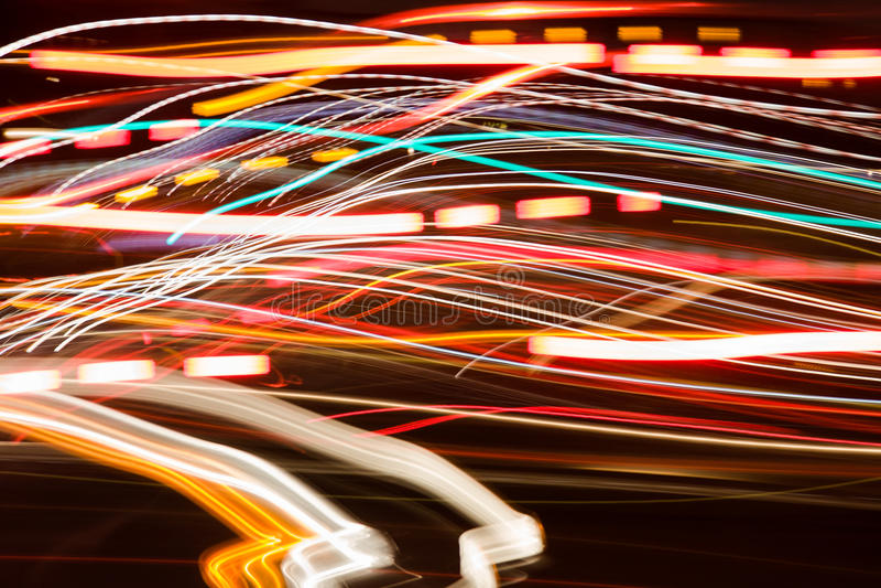 Спешка ночи светов автомобиля