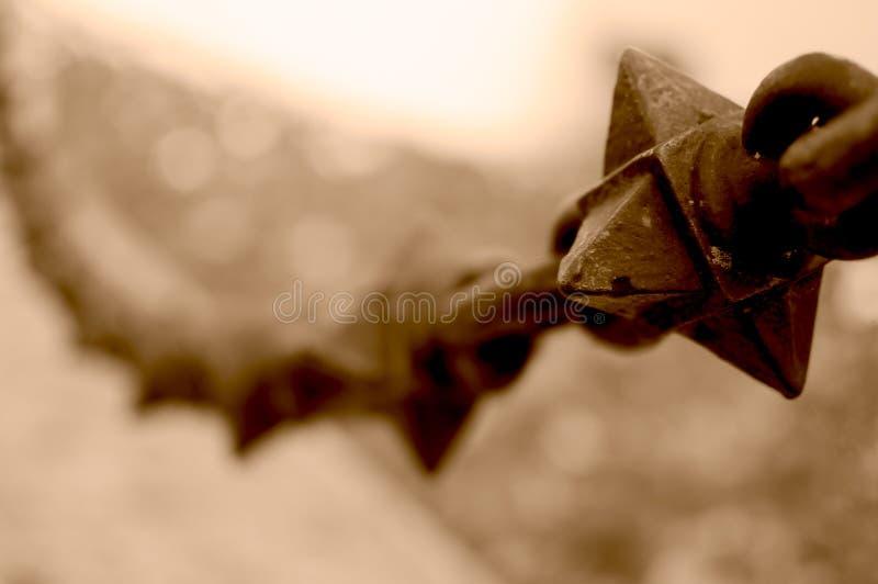 Download Спиковая железная цепь в Sepia Стоковое Изображение - изображение насчитывающей vintage, опасность: 81814689