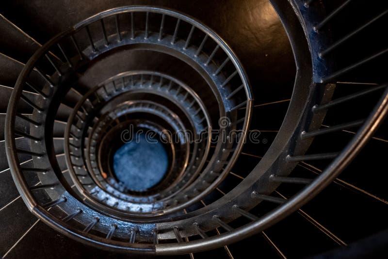 Спиральные лестницы в интерьере музея Zeitz Mocaa современного искусства А стоковая фотография