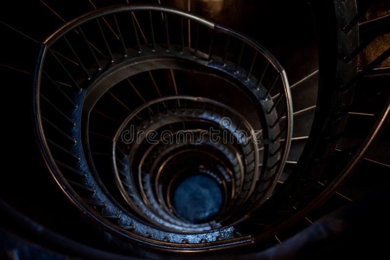Спиральные лестницы в интерьере музея Zeitz Mocaa современного искусства А стоковая фотография rf