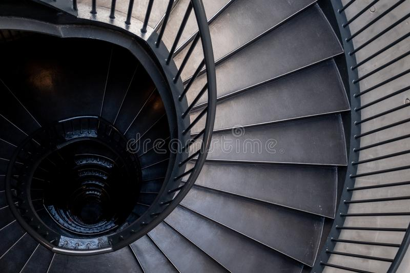 Спиральные лестницы в интерьере музея Zeitz Mocaa современного искусства А стоковое изображение rf