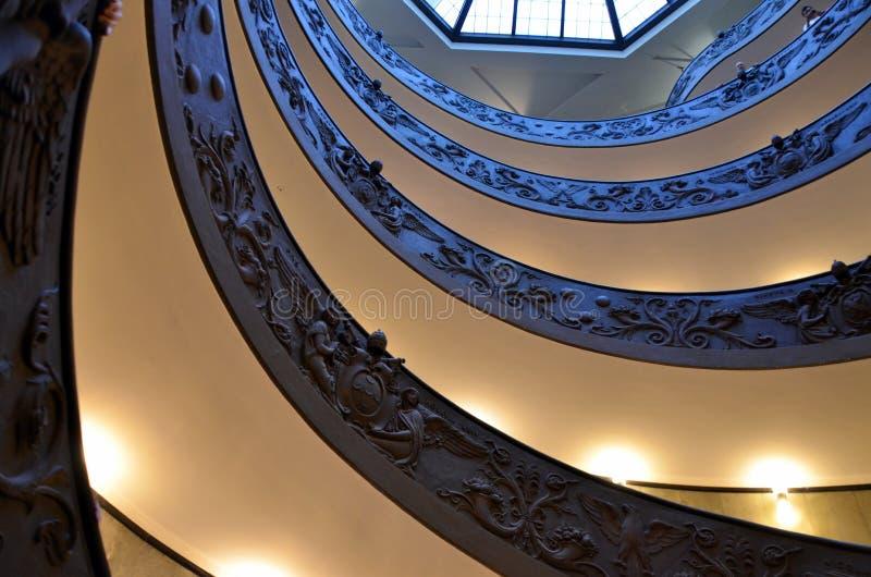 Спиральные лестницы музеев Ватикана в Ватикане, Риме стоковые изображения rf