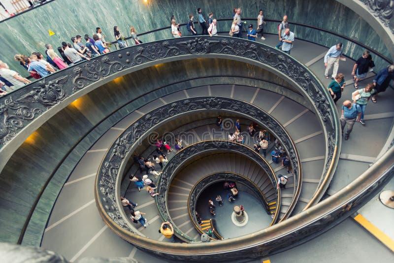 Спиральные лестницы музеев Ватикана в Ватикане стоковые изображения rf