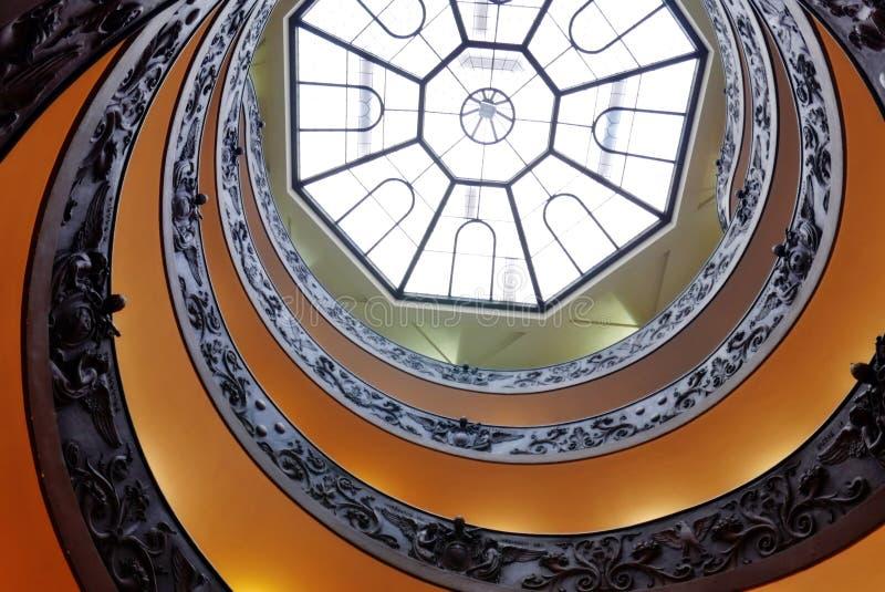 Спиральные лестницы музеев Ватикана стоковые изображения rf