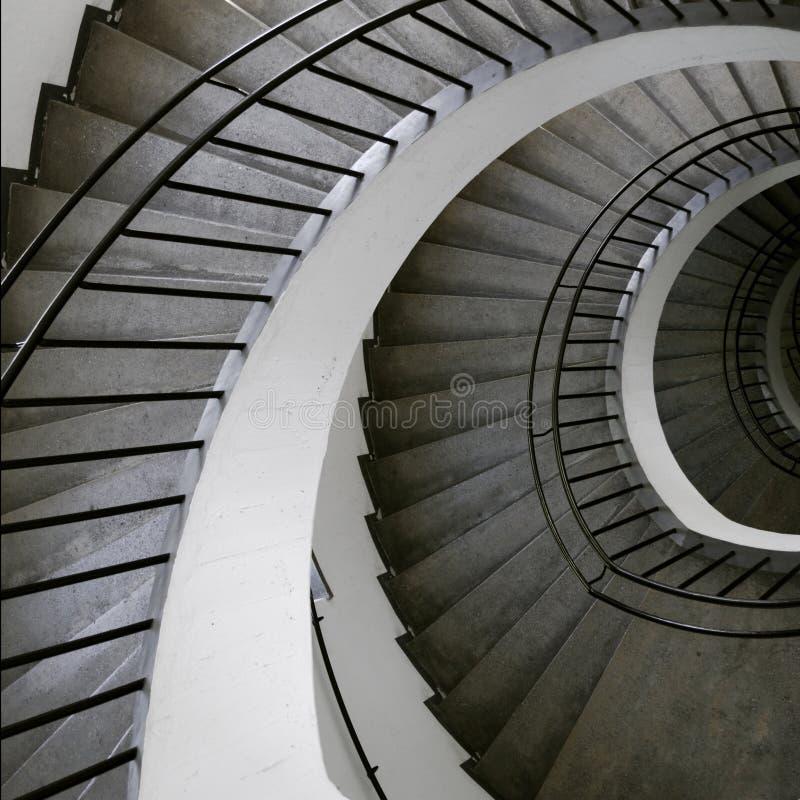 спиральн верхняя часть лестницы стоковое фото