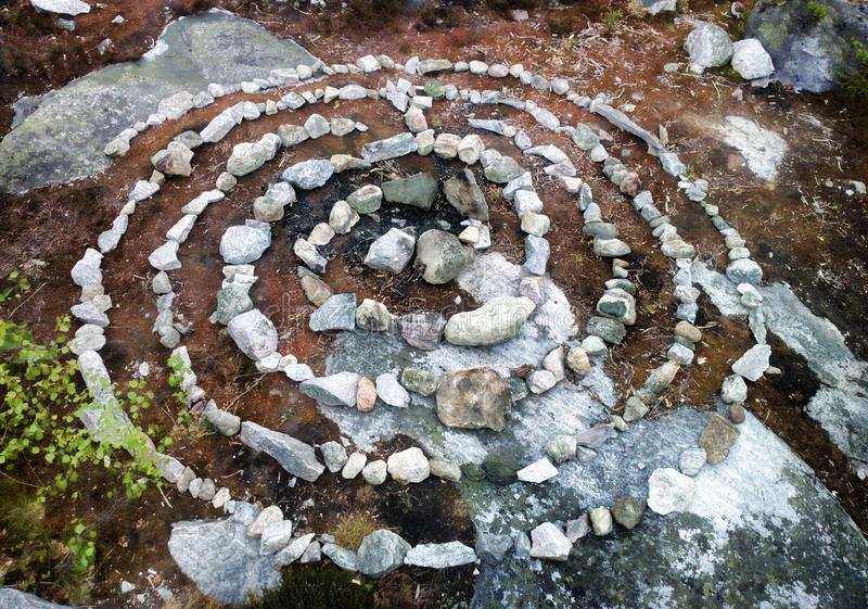 спираль лабиринт из камней стоковое изображение rf