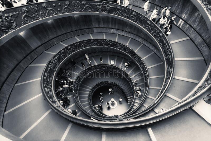 Спиральные лестницы музеев Ватикана стоковое фото rf