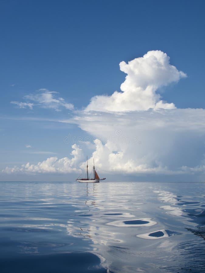 Спиральные облака на море стоковое фото rf
