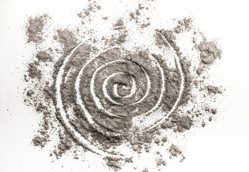 Спиральный чертеж в разбросанной золе как заказ червоточини в хаосе иллюстрация вектора