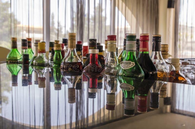 спиртная штанга выпивает разнообразие стоковые фотографии rf