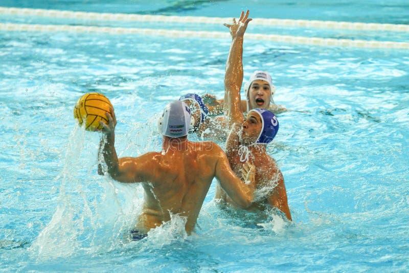 Спичка водного поло Выигрыши Хорватии против Франции стоковые фото