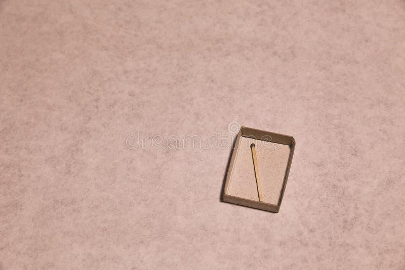 Спичка в пустой коробке стоковое изображение
