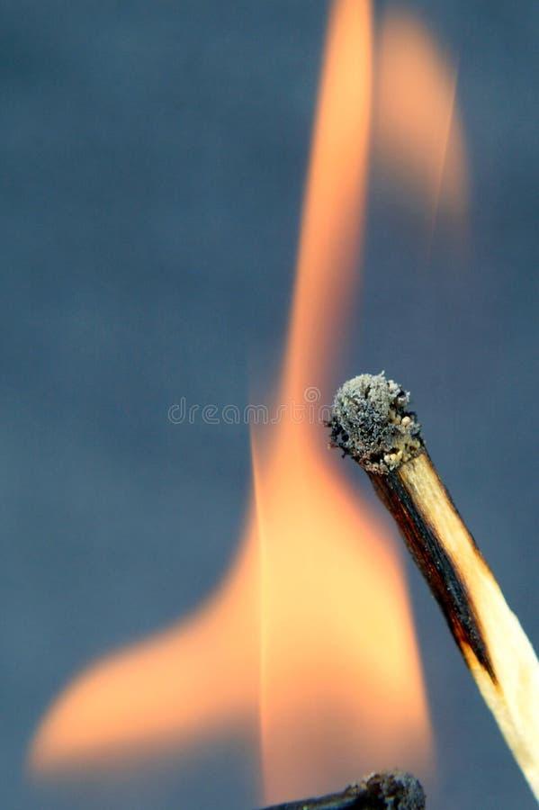 Спичка горит стоковые фотографии rf