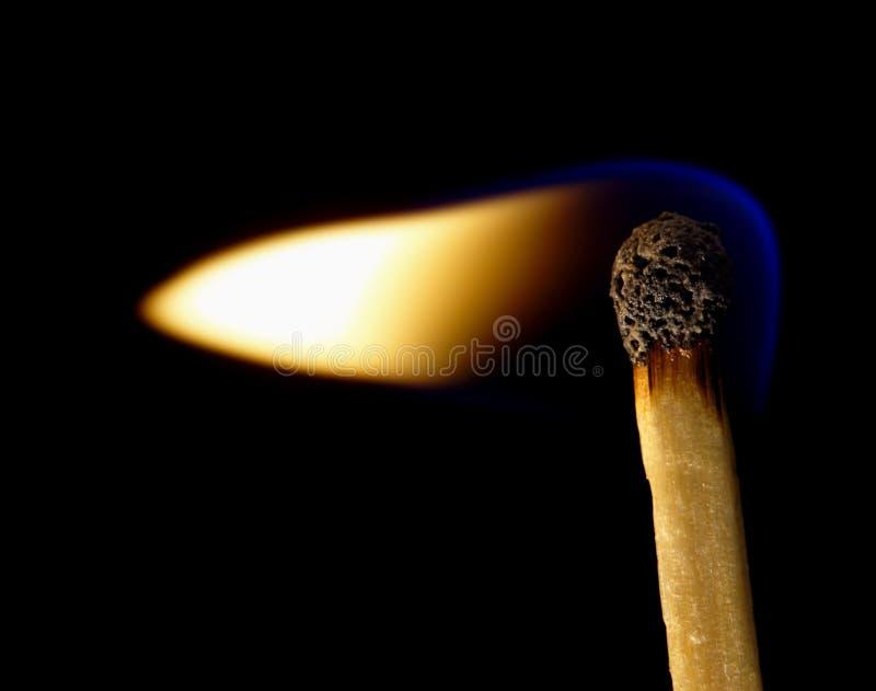 спичка backg черная горящая стоковая фотография