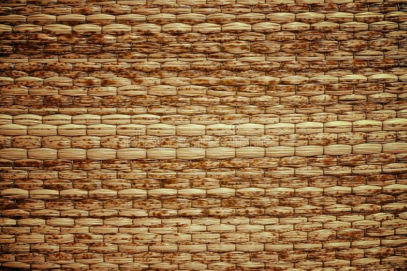 Сплетенная лозой предпосылка бежевой циновки handmade стоковая фотография rf