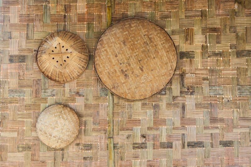 Сплетенный бамбуковый юго-восточный азиат; Сплетенные бамбуковые утвари страны Таиланда стоковые изображения rf