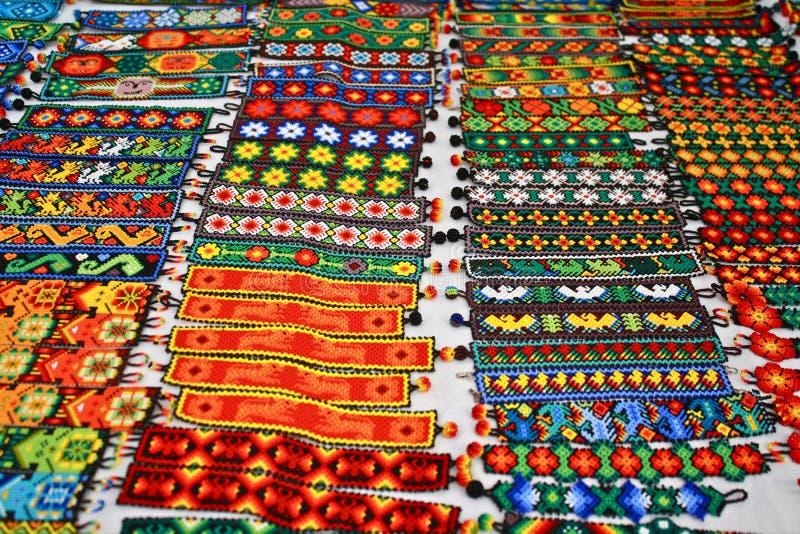 сплетенный мексиканец приятельства браслетов цветастый стоковые фото