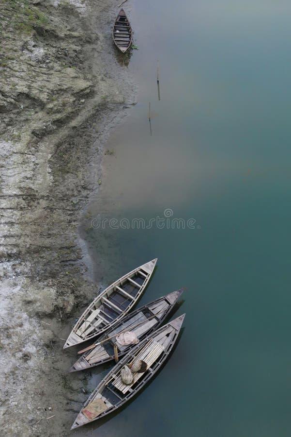 Сплетки между лодками стоковая фотография
