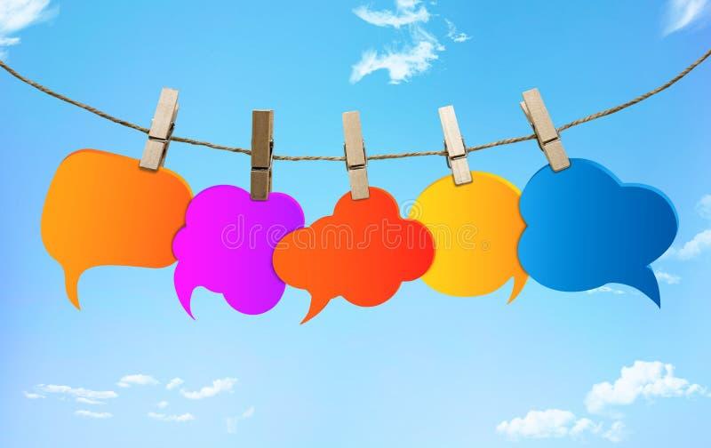 Сплетня Цвета пузыря речи различные Говорить и связь болтовни E Информация Группа в составе пустые воздушные шары Cl иллюстрация вектора