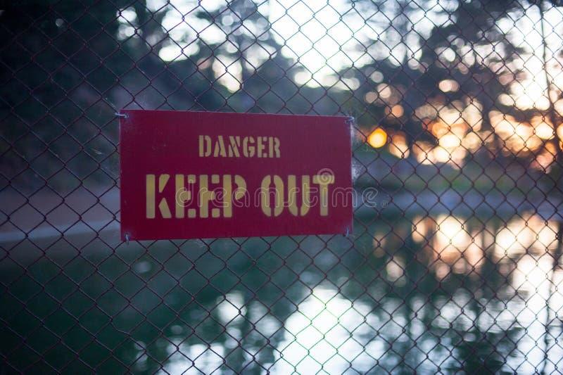 Спойте говорит что DANGE ДЕРЖИТ ВНЕ на парке Лонг-Бич, Калифорния Калифорния с хорошим знана ли размещенный в Соединенных Штатах стоковые изображения