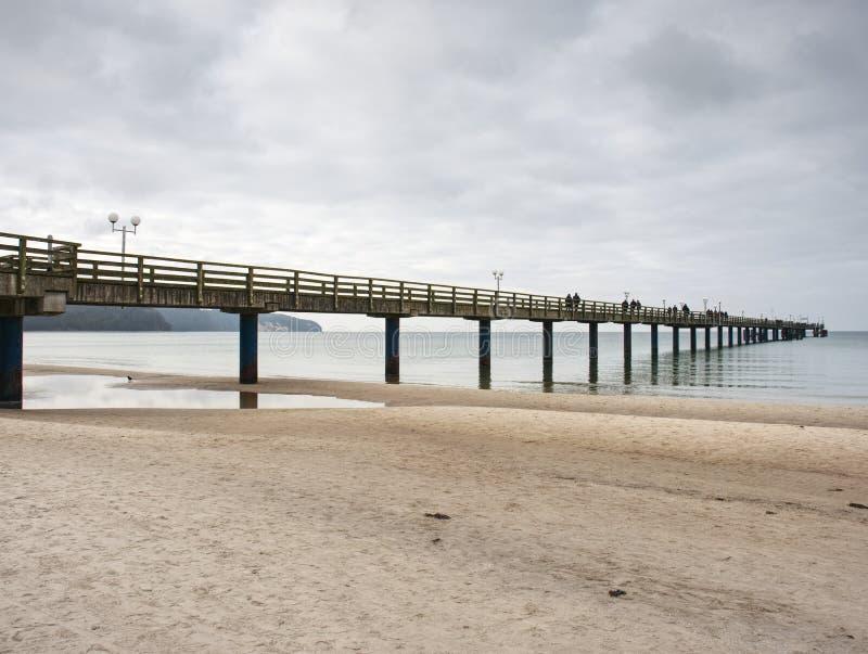 Спокойное море внутри absolut windless Традиционная прогулка на мосте моря стоковые изображения