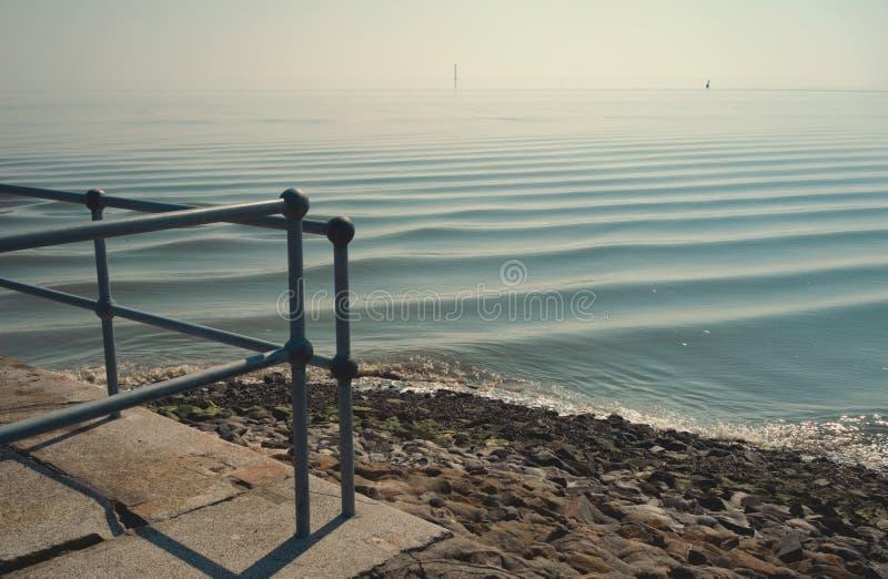 Спокойное Северное море в полдень стоковое фото