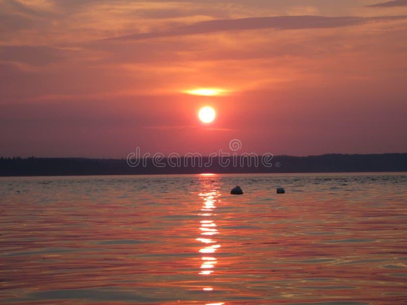 Спокойный заход солнца пляжа стоковые фотографии rf