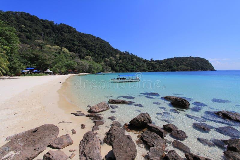Спокойный мирный пляж в острове Tenggol, Малайзии стоковые изображения